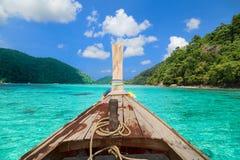 Tropisk ö för långt fartyg Arkivfoto