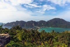 Tropisk ö med semesterorter Fotografering för Bildbyråer