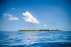 Tropisk ö på Indiska oceanen, Maldiverna Royaltyfri Foto