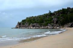 Tropisk ö, strandsikt Arkivfoto