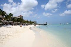 tropisk aruba strand Arkivfoto