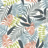 Tropisk bakgrund med färgrika palmblad Arkivfoto