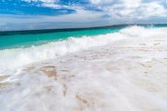 Tropisk bakgrundssikt från den Boracay ön på den Puka stranden Royaltyfria Foton