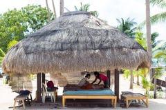 tropisk brunnsort för strandösalong royaltyfri foto