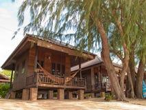 tropisk bungalow Arkivbild