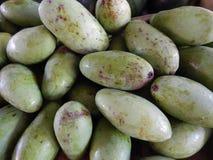 Tropisk frukt av gröna mango arkivfoton