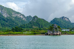 Tropisk havkust nära Donsak Royaltyfri Foto