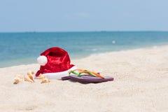Tropisk jul på en stillsam strand Royaltyfria Foton