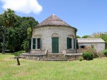 Tropisk kolonibyggnad med det koniska taket Fotografering för Bildbyråer