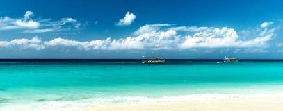 Tropisk kustpanorama Arkivbilder