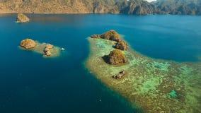 Tropisk lagun för flyg- sikt, hav, strand tropisk ö Busuanga Palawan, Filippinerna Arkivbild