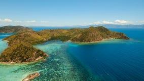 Tropisk lagun för flyg- sikt, hav, strand tropisk ö Busuanga Palawan, Filippinerna Arkivbilder