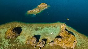 Tropisk lagun för flyg- sikt, hav, strand tropisk ö Busuanga Palawan, Filippinerna Arkivfoto