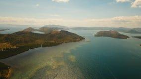 Tropisk lagun för flyg- sikt, hav, strand tropisk ö Busuanga Palawan, Filippinerna Royaltyfri Foto