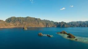 Tropisk lagun för flyg- sikt, hav, strand tropisk ö Busuanga Palawan, Filippinerna Royaltyfria Foton