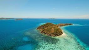 Tropisk lagun för flyg- sikt, hav, strand tropisk ö Coron Palawan, Filippinerna Arkivbilder