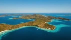 Tropisk lagun för flyg- sikt, hav, strand tropisk ö Coron Palawan, Filippinerna Arkivbild