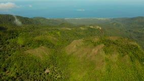 Tropisk landskaphavskust, berg stock video