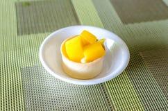 Tropisk mangotarte Fotografering för Bildbyråer