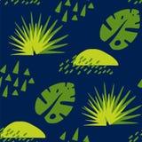 Tropisk modell med abstrakta beståndsdelar och palmbladet på mörk bakgrund Prydnad för textil och inpackning Arkivfoton