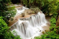 Tropisk regnskogvattenfall Royaltyfri Foto