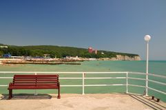 tropisk sandig sjösida för strandträdgårdsemesterort Black Sea DIVNOMORSKOE Ryssland Arkivfoton