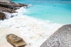 Tropisk sandstrand och havsvatten Royaltyfria Bilder