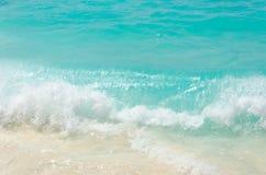 Tropisk sandstrand och havsvatten Fotografering för Bildbyråer