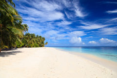 Tropisk sandstrand, semesterbegrepp Arkivfoto