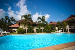 Tropisk semesterort med den härliga trädgården Arkivfoto
