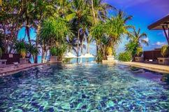 Tropisk simbassäng för strandsemesterorthotell Fotografering för Bildbyråer