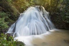 Tropisk skog Asien för vattenfall Arkivfoto