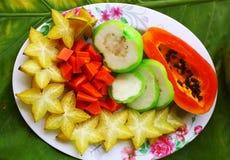 Tropisk snittfruktplatta Royaltyfri Bild