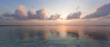 tropisk soluppgång Arkivfoton