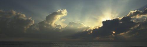 tropisk soluppgång arkivfoto