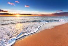 Tropisk soluppgång på stranden Royaltyfria Bilder