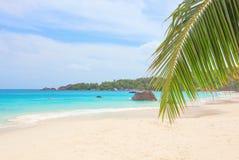 Tropisk strand Anse Lazio, Seychellerna Royaltyfria Foton