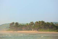 Tropisk strand i Goa arkivbild