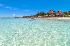 Tropisk strand i Isla Mujeres, Mexico Arkivfoto
