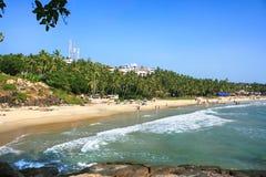 Tropisk strand i Kovalam, Kerala, Indien Arkivfoto