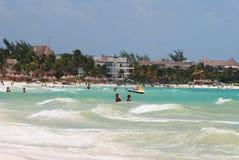 Tropisk strand i mexico Royaltyfria Bilder