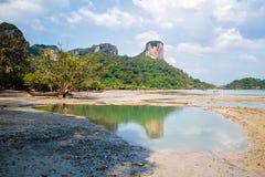 Tropisk strand i Thailand royaltyfria foton