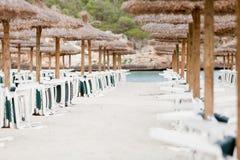 Tropisk strand i turist- ferie för sommartid Arkivfoto
