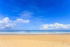 Tropisk strand, Karon strand i den phuket ön, Andaman hav, Thail arkivfoton