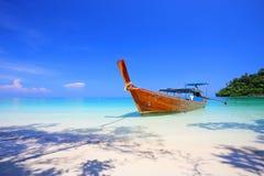 Tropisk strand, koh Rok för Andaman hav Arkivfoto