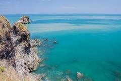 Tropisk strand med blå himmel för hav, Andaman hav, kohlanta, krabi, Arkivbild