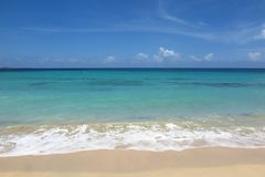 Tropisk strand med kopieringsutrymmebakgrund Arkivfoto