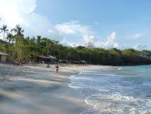 Tropisk strand med vit sand i Bali Royaltyfri Fotografi