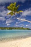 Tropisk strand och lagun. Aitutaki kock Islands Arkivfoton