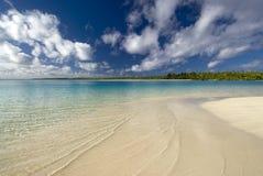Tropisk strand och lagun. Aitutaki kock Islands Royaltyfri Fotografi